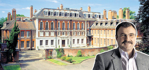 Вместе с подвалом площадь лондонского домика Андрея ГУРЬЕВА больше, чем у королевского дворца, а соседи у него - Кейт МОСС и СТИНГ