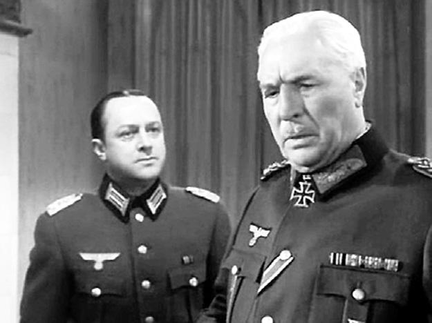 ...а в сериале «Майор Вихрь» БИБИКОВ (справа) снялся со СТРЖЕЛЬЧИКОМ