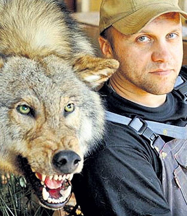 Павел ГЛАЗКОВ чучела делает только из шкур зверей, добытых охотниками