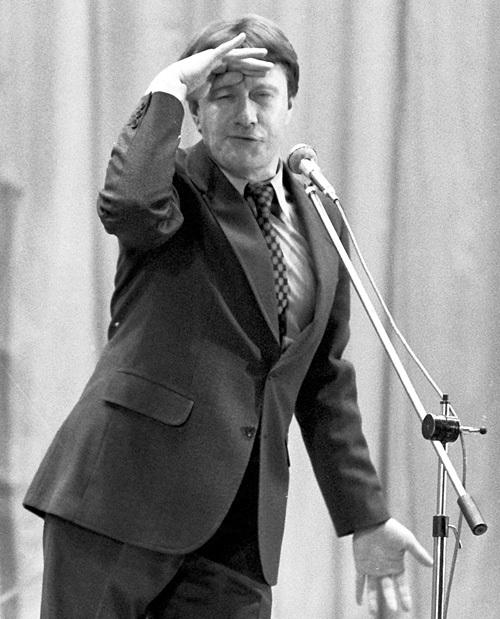 По словам нашей героини, в 80-х за каждый концерт МИРОНОВ получал по 2000 рублей (автомобиль «Волга» стоил тогда 10 тысяч)