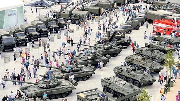 Техники на выставке было столько, что хоть опять Берлин штурмуй! Фото с сайта Park-patriot.ru