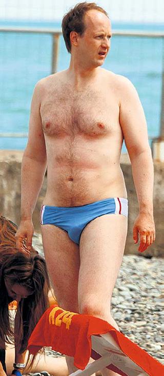 Никита ТАРАСОВ на пляже предпочитает плавки-обжималки