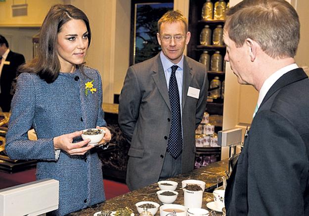 Герцогиня Кембриджская сильно удивилась, узнав, что теперь в чай молоко лить не обязательно