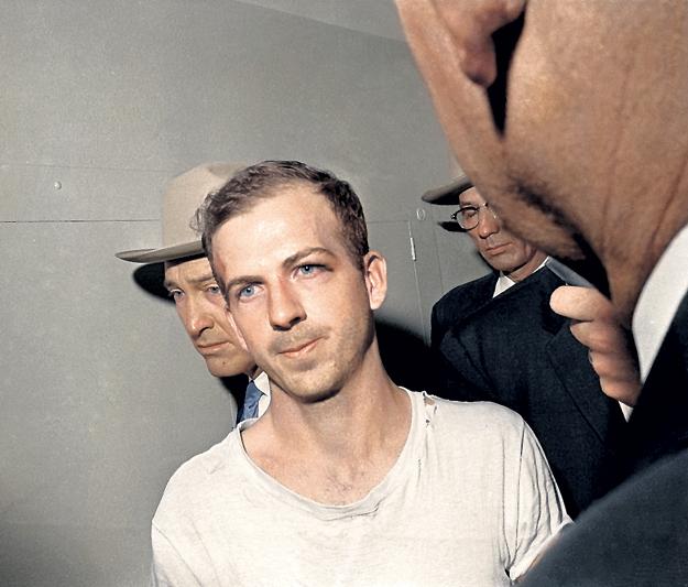В обвинениях, предъявленных Ли Харви ОСВАЛЬДУ, слишком много нестыковок