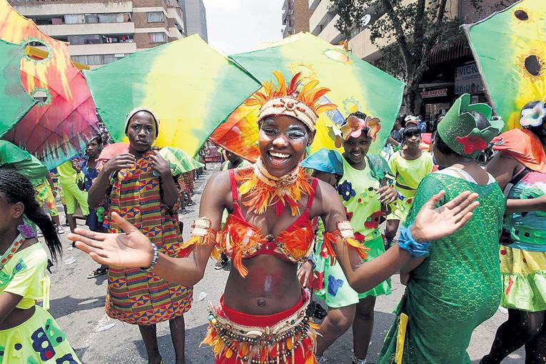 В африканских странах праздники не обходятся без яркого карнавала