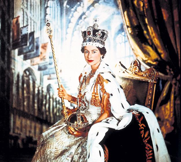 А это фото - чисто для ориентации в эпохе. В том же самом 1952 году британский трон заняла ЕЛИЗАВЕТА II, правящая ныне уже третьим поколением англичан. И никто не говорит «застой, на пенсию пора» и не сочиняет про бабку пошлых анекдотов