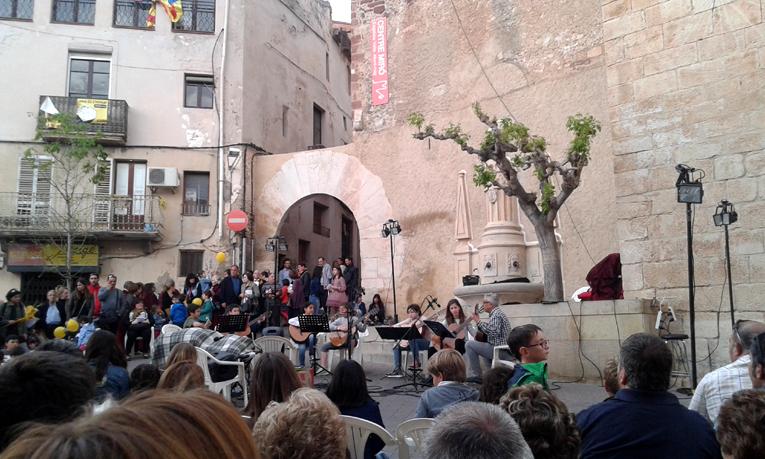 Концерт учеников музыкальной школы на городской площади