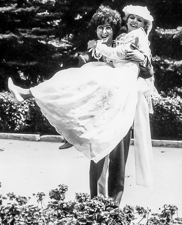 В первый брак певица вступила в 1987 году