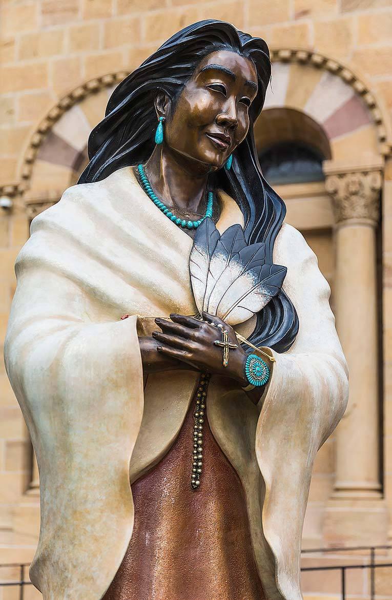 Статуя Катери Текаквита, Кафедральная базилика Святого Франциска Ассизского, Санта-Фе, Нью-Мексико. Фото: Википедия