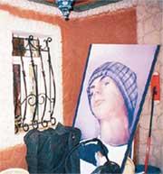 ЭТО - НЕ ФЕТИШИЗМ: всего лишь портрет сынули в интерьере