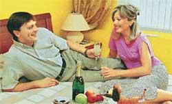 НИЛОВ С ЖЕНОЙ ИРИНОЙ: шампанское пьют даже трезвенники и язвенники
