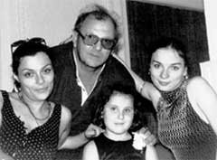 АНДЖЕЙ ЯНЧАК: с дочерьми Ободзинского Анжелой, Лерой и его внучкой Сашей