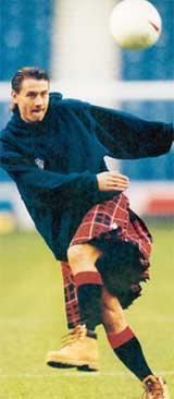АНДРЕЙ КАНЧЕЛЬСКИС: будучи игроком &#034Глазго Рейнджерс&#034, щеголял в шотландской юбке