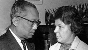 НА АССАМБЛЕЕ ООН: Зоя с генсеком У Таном (1966 г.)