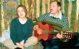 ИРИНА И ДИМА: живут в землянке припеваючи