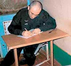МИХАИЛ: единственный человек в колонии, который читает без запинки и пишет без ошибок