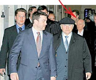 СТАРЫЕ ДРУЗЬЯ: Лужков в обиду Абашидзе не даст