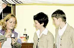 ВОЛНИТЕЛЬНЫЙ МОМЕНТ: раввин Нелли Шульман предлагает обменяться обручальными кольцами