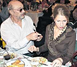ССОРА: Казаков безуспешно пытался утешить ревнивую супругу