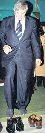 ПОЛ ВУЛФОВИЦ: президент Всемирного банка смотрит на мир широко открытыми носками