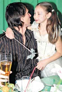 АНЯ - ЕГОРУ ТИТОВУ: &#034Папа, целоваться лучше с закрытыми глазами!&#034
