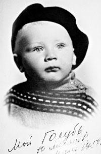 ФОТО ИЗ СЕМЕЙНОГО АЛЬБОМА: Андрей в возрасте десяти месяцев