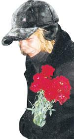 ЛЕНА ПЕРОВА: на похоронах брата была безутешна