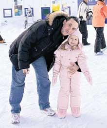 ПРЕЗИДЕНТ ФК ЦСКА ЕВГЕНИЙ ГИНЕР: за короткие каникулы научил дочку кататься и на коньках, и на лыжах