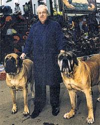 ЗУРАБ КОНСТАНТИНОВИЧ: до недавнего времени лично выгуливал любимых собачек