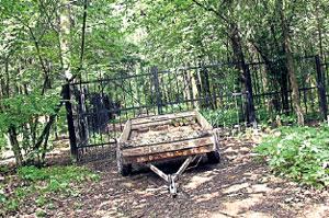 ТУПИК: решением чиновников единственная дорога через лес оказалась на участке Зураба Константиновича и простым людям теперь ни пройти, ни проехать