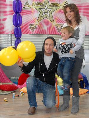 Маша ЦИГАЛЬ с мужем Никитой и сыном Арсением