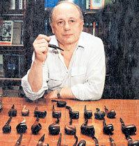 Андрей ТОЛУБЕЕВ, сочиняя рассказы, любил курить трубку