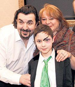 Папа, мама, я - дружная семья! Игорь и Вера ЗОЛОТОВИЦКИЕ не могли пропустить премьеру сына