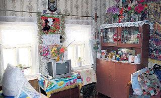 Комната, в которой будущий артист сам строчил себе экзотические наряды