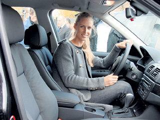 За рулём BMW Х3 знаменитая теннисистка чувствует себя комфортно