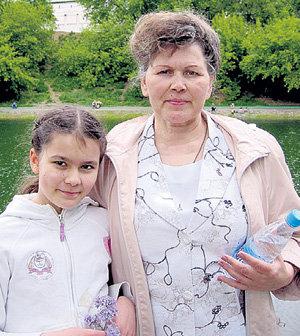 Мама актёра Зоя Зотеевна с внучкой Алиной