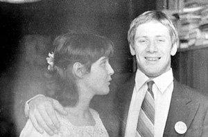 По случаю женитьбы на польской возлюбленной Андрей даже надел галстук, хотя крайне не любил застегнутые воротнички