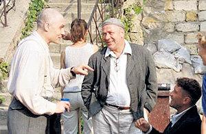 Андрей (в центре) на роковых для него съёмках в сериале «Ликвидация»