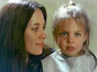 Маленькая Анджелина с матерью Маршелин - на фото кроха действительно блондинка