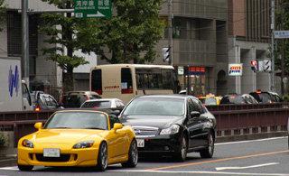 Девушка проехала по улицам Токио около 6 километров с трупом на капоте