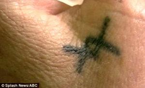 Татуировка небольшая и почти незаметна, но Хелен жалеет о том, что её сделала