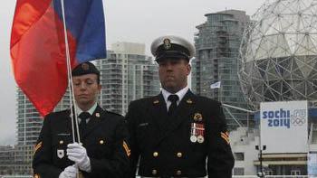 Поднять флаг доверили представителям Королевской конной полиции