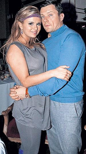 Если Дмитрий захочет оставаться рядом с Аней долго, ему придётся привыкнуть к публичности
