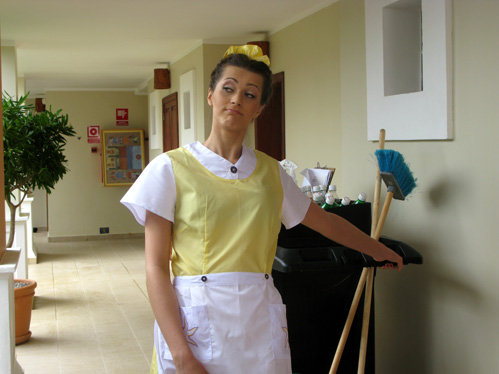 Анна АНТОНОВА в образе горничной выглядела крайне правдоподобно
