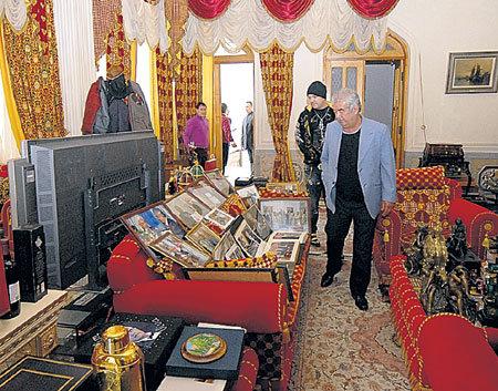 Специальная комната для подарков может поспорить ценностью экспонатов с антикварной выставкой