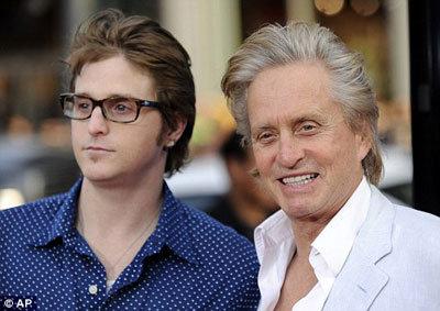 Майкл ДУГЛАС и его старший сын Кэмерон, который может оказаться за решёткой уже в следующем месяце