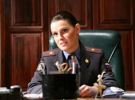 Майор Кондратьева (Екатерина КРУПЕНИНА) руководит целым отделением мужчин