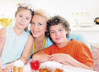 Вторая семья политика: телеведущая Екатерина ОДИНЦОВА с сыном Антоном и дочерью Диной