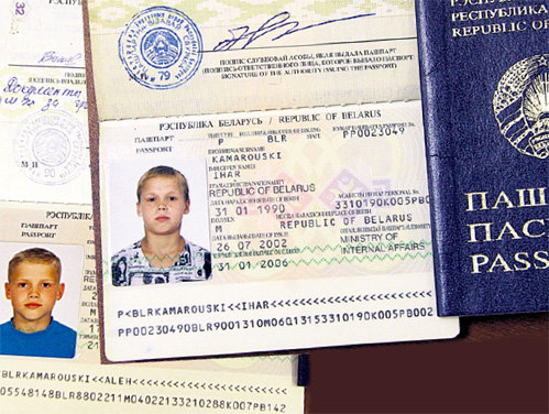 Белорусские паспорта Олега и Игоря предъявили президенту Польши, как доказательство непричастности КГБ к его семейным интригам