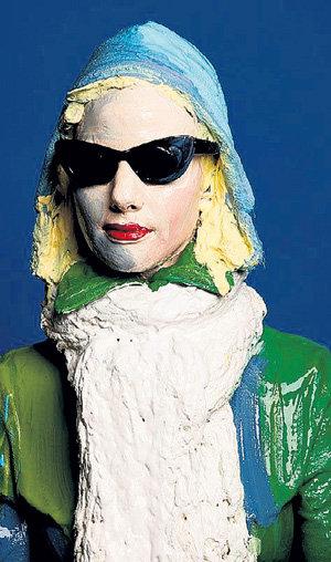 Искусство принадлежит народу, поэтому «скульптуры» и «картины» регулярно выходят в люди